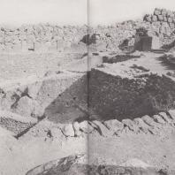 Микены. Некрополи в пределах оборонительных стен, так называемый могильный круг А. Фото: Анджей Дзевановский