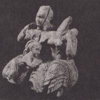 Микены. Две женщины и ребенок, слоновая кость, начало XIII в. до н.э. Национальный музей в Афинах