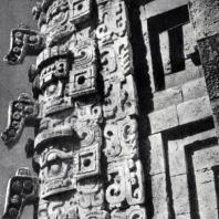 Скульптурный декор «Дома волшебника». Фрагмент. Ушмаль. Культура майя
