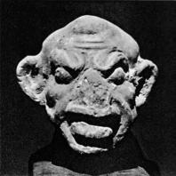 Карикатурная голова мужчины. Гротескная скульптура из терракоты, типичная для александрийского искусства эллинистического периода. Греко-римский музей в Александрии