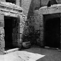 Александрия Египетская. Некрополь Анфуши. Внутренний двор с входом в гипогеи. Эллинистический период