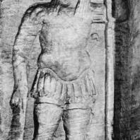 Александрия Египетская. Ком эшь-Шукафа. Фигура Анубиса в одеянии римского легионера. Рельеф, высеченный на стене центральной гробницы. Конец I в.н.э.