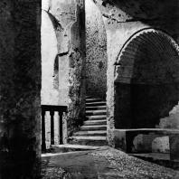 Александрия Египетская. Ком эшь-Шукафа. Лестничная клетка и ниша в форме раковины на втором этаже катакомб. Конец I в.н.э.