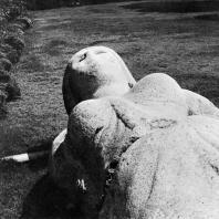 Фрагмент статуи Исиды, найденной несколько лет тому назад на дне моря около острова Фарос. Красный гранит. Птолемеевский период