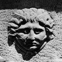 Александрия Египетская. Голова Горгоны на мраморном саркофаге