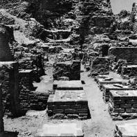 Александрия Египетская. Ком эль-Дикка. Римские термы. Фрагмент реконструкции гипокауста в тепидарии. Вид с востока.