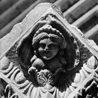 Александрия Египетская. Фрагмент мраморного антаблемента, вторично использованного при строительстве театра на Ком эль-Дикка
