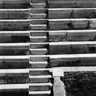 Александрия Египетская. Ком эль-Дикка. Римский театр. Мраморные сидения и лестница в южной части театрона. Вид с севера