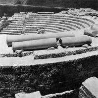 Александрия Египетская. Ком эль-Дикка. Часть южной стены театрона. В глубине северная часть театрона. Вид с юга