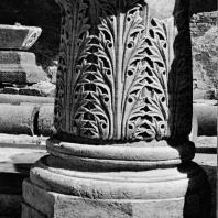 Александрия Египетская. Ком эль-Дикка. База колонны с декором в виде листьев аканфа в западном помещении театра
