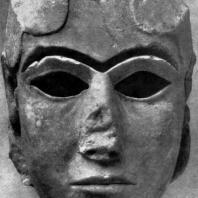 Голова богини из белого храма в Уруке. Алебастр. Период Джемдет-Наср. Около 3000 г.тыс. до н. э. Багдад. Иракский музей