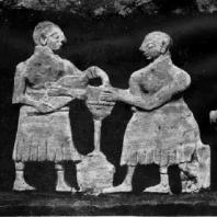 Часть фриза храма из Эль-Обейда со сценами сельской жизни. Мозаика из шифера и известняка на медном листе. Около 2600 г. до н. э. Багдад. Иракский музей