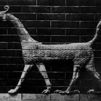 Фантастический зверь. Изразцовое изображение с ворот Иштар в Вавилоне. Около 570 г. до н. э. Берлин