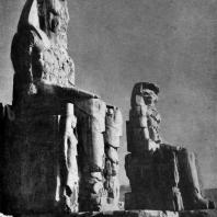 Колоссы Аменхотепа III перед его храмом в Фивах (колоссы Мемнона). XVIII династия. Конец 15 в. до н. э.