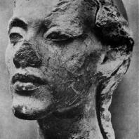 Гипсовая маска Эхнатона из мастерской скульптора Тутмеса в Ахетатоне (Эль-Амарне). XVIII династия. Начало 14 в. до н. э. Берлин