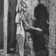 Деревянная позолоченная статуэтка богини, охраняющей саркофаг Тутанхамона. Из гробницы Тутанхамона близ Фив. XVIII династия. 14 в. до н. э. Каир. Музей