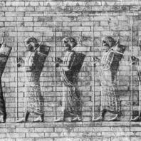 Воины («Бессмертные»). Изразцовый фриз из Суз. 5 в. до н. э.