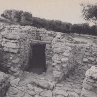 Фрагмент гробницы, использовавшейся с раннеминойского периода, Арханес, Крит. Фото: Анджей Дзевановский