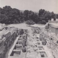 Кносс. Дворец. Западные склады с пифосами, начало II тысячелетия — XV в. до н. э. Фото: Анджей Дзевановский