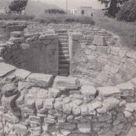 Цистерна возле дома в Тилиссе, Крит. Фото: Анджей Дзевановский