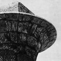 Карнак. Египет. Капитель колонны Тахарки из первого двора храма Амона. Фотограф: Анджей Дзевановский