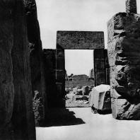Карнак. Египет. Храм Амона. Гранитный портал между V и VI пилонами. Фотограф: Анджей Дзевановский