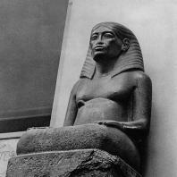 Карнак. Египет. Статуя Аменхотепа, сына Хапу, создателя канона египетского храма. Фотограф: Анджей Дзевановский