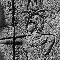 Карнак. Египет. Храм Амона. Рельеф, изображающий Филиппа Арридея, на стене его гранитного святилища. Фотограф: Анджей Дзевановский
