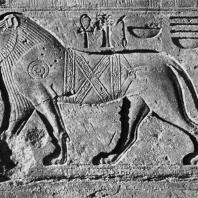 Карнак. Египет.  Храм Амона. Рельеф с изображением льва на одной из стен святилища Тутмоса III. Фотограф: Анджей Дзевановский