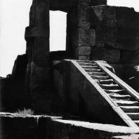 Карнак. Египет. Храм Амона. Лестница в северном помещении рядом с Хебседным залом Тутмоса III. Фотограф: Анджей Дзевановский