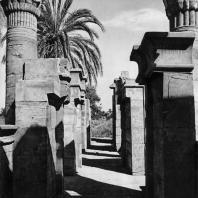 Карнак. Египет. Птолемеевские ворота, ведущие в храм Птаха. Фотограф: Анджей Дзевановский