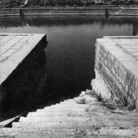 Карнак. Египет. Лестница, ведущая с южной стороны к священному озеру у храма Амона. Фотограф: Анджей Дзевановский