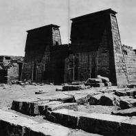 Карнак. Египет. Храм Хонсу. Вид с юга. Фотограф: Анджей Дзевановский