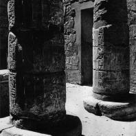Карнак. Египет. Храм Хонсу. Так называемые протодорические колонны времени Рамсеса III. Фотограф: Анджей Дзевановский