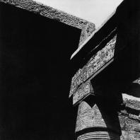 Карнак. Египет. Храм Хонсу. Северо-восточная угловая часть гипостильного зала Рамсеса III. Фотограф: Анджей Дзевановский
