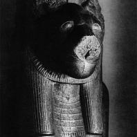Карнак. Египет. Голова гранитной статуи богини Сохмет из комплекса богини Мут. Национальный музей в Варшаве (собственность Лувра) . Фотограф: Анджей Дзевановский