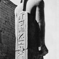 Луксор. Египет. Надпись Мернептахана пилястре статуи Аменхотепа III, установленной в последние годы вблизи обелиска Рамсеса II. Фотограф: Зигмунт Высоцкий