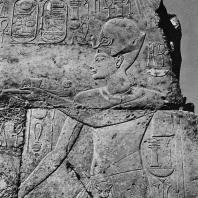 Луксор. Египет. Рельеф с изображением Харемхеба. Южная стена прецессионной колоннады Аменхотепа III. Фотограф: Анджей Дзевановский