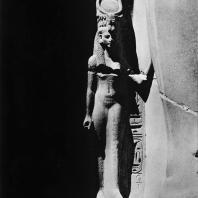 Луксор. Египет. Царица Тии, супруга Аменхотепа III, переименованная при Рамсесе Ив царицу Нефертари. Фотограф: Анджей Дзевановский