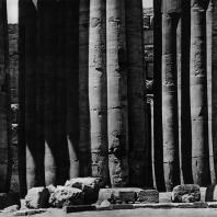 Луксор. Египет. Колонны гипостильного зала с картушами фараонов, в частности, Аменхотепа III. Фотограф: Анджей Дзевановский