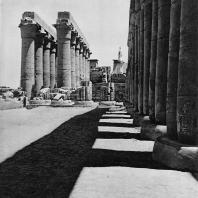 Луксор. Египет. Процессионная колоннада Аменхотепа III. Вид из второго двора. Фотограф: Анджей Дзевановский