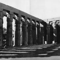 Луксор. Египет. Юго-восточная угловая часть портика второго двора. Фотограф: Анджей Дзевановский