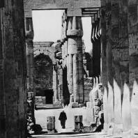 Луксор. Египет. Вид со стороны процессионной колоннады Аменхотепа III на гипостильный зал и преддверие, превращенные в коптское время в часовню. Фотограф: Анджей Дзевановский