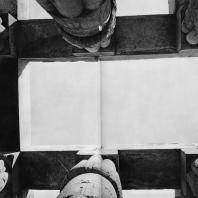 Луксор. Египет. Папирусообразные капители портика второго двора. Фотограф: Анджей Дзевановский