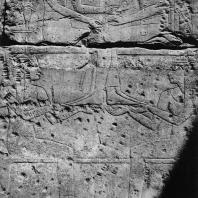 Луксор. Египет. Бог Амон с матерью Аменхотепа III на иероглифическом знаке «небо», поддерживаемые богинями Селкет и Нейт. Рельеф в Зале рождения Аменхотепа III. Фотограф: Анджей Дзевановский