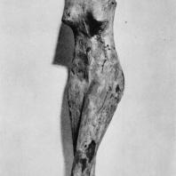 Луксор. Египет. Фигурка женщины с корзиной на голове. Среднее царство. Музей в Луксоре. Фотограф: Анджей Дашевский