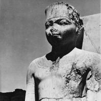 Луксор. Египет. Голова Рамсеса II. Фотограф: Анджей Дзевановский