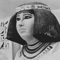 Принцесса Нофрет. Полихромный известняк. Статуя найдена в Медуме. IV династия. Египетский музей в Каире. Фото: Анджей Дзевановский