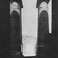 Вход в зал гробницы Джосера в Саккаре. Фото: Анджей Дзевановский