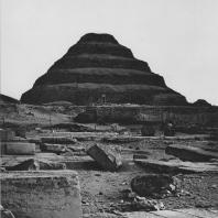 Пирамида Джосера. III династия. Вид с юга. Фото: Анджей Дзевановский
